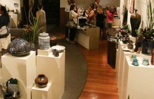 Academy-Art-Center-Studio-Benefit-Sale_Honolulu_sip-with-socialites