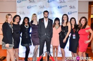 The ladies of Sip With Socialites with Argo actor Scott Elrod at An Officer and an Auction event.
